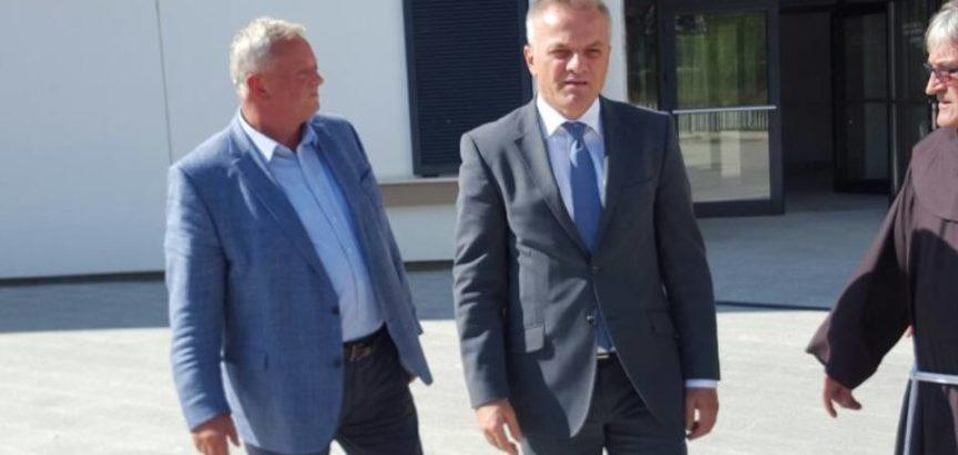 """Predstojnik Državnog ureda za Hrvate izvan Republike Hrvatske posjetio Dom za stare i nemoćne osobe """"Rama"""""""