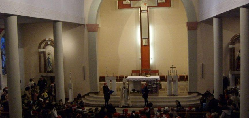 Foto: Susret djece sa svetim Nikolom u župnoj crkvi u Prozoru