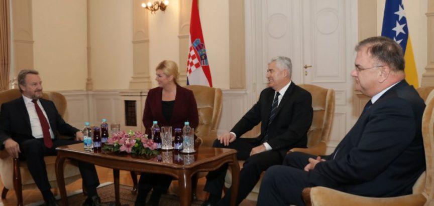 Kolinda Grabar-Kitarović dočekana uz najviše počasti