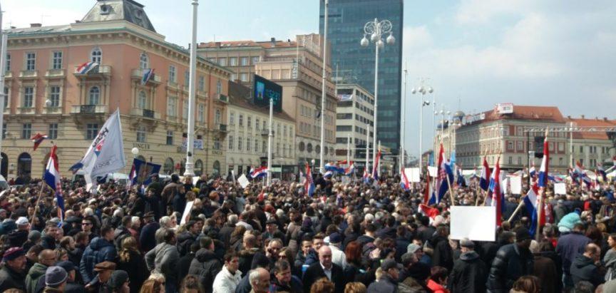 Foto/Video – Zagreb: Prosvjed udruga protiv Istanbulske konvencije