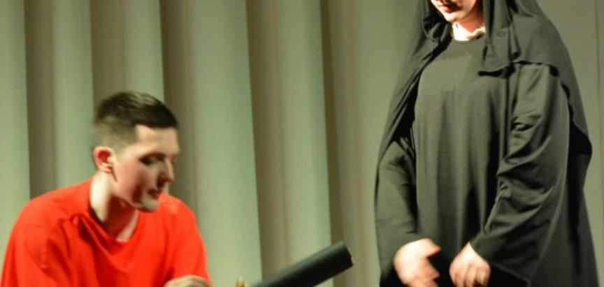 """Foto: Odlična izvedba """"Poncija Pilata"""" na Gračacu"""