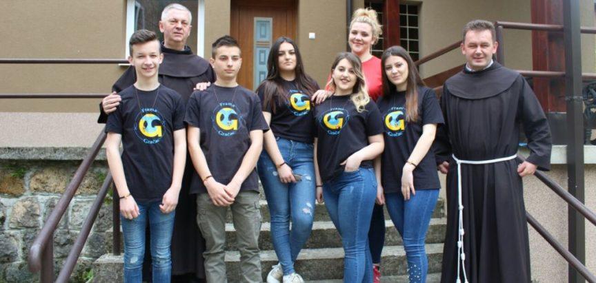 Foto: Sedamnaest mladih iz župe Gračac pristupilo u Framu