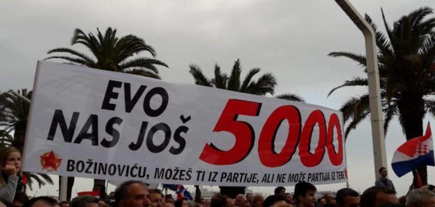 Split: Tisuće ljudi na Rivi, prosvjednici se okomili na premijera: Plenković nas je napravio papučarima, Hrvatska treba biti poput Mađarske!