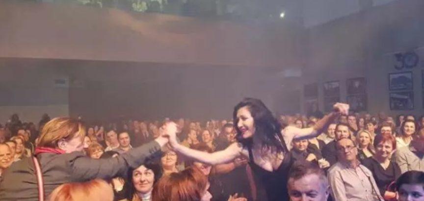 FOTO/ Spektakularnim koncertom Ana Rucner oduševila brojne fanove u Vitezu na kojem je nastupio i Marko Bošnjak
