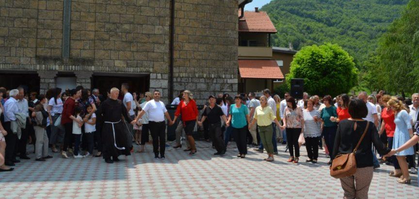 Foto/video: Vanjska proslava Svetog Ante na Gračacu