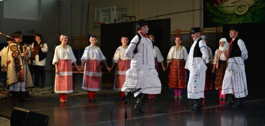 Ansambl LADO oduševio u Kiseljaku svojim koncertom
