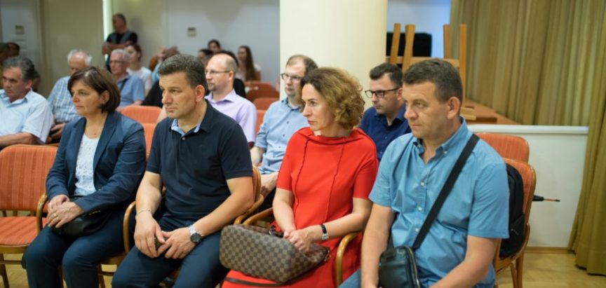 """Foto: U Zagrebu predstavljena knjiga fra Tomislava Brkovića """"Fratri u zgodama i nezgodama 4"""""""