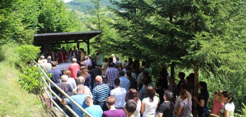Foto i audio: Vjernici dvadeseti put hodočastili na grob mučenika fra Stjepana Barišića