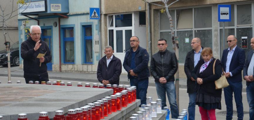Foto: U Prozoru upaljene svijeće za poginule branitelje