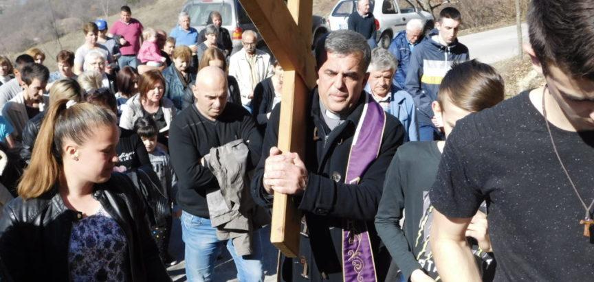Foto: Put križa na Gradac u treću korizmenu nedjelju