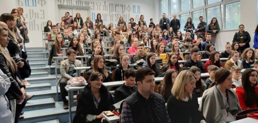 Na županijskom natjecanju iz njemačkog jezika drugo mjesto zauzeli učenici Marija Perković, 9 razred i Ivana Andrijanić, 2. razred srednje škole