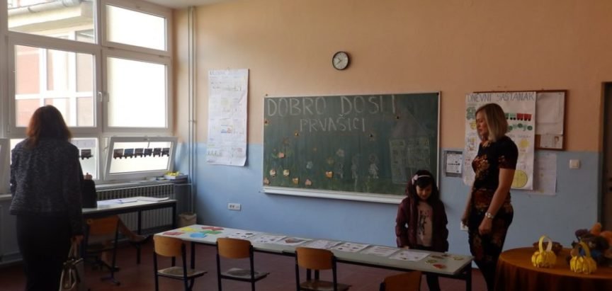Foto: Upis prvašića u školu – U OŠ Fra Jeronima Vladića Ripci upisan 21 prvašić