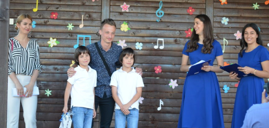 """Foto: Manuela Ćurić pobjednica festivala u Prozoru """"Djeca pjevaju Isusu"""""""