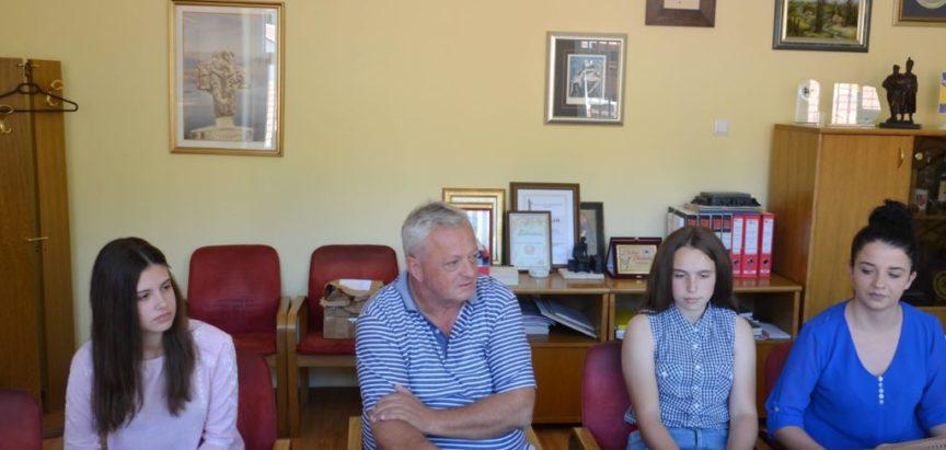Foto: Načelnik općine Prozor-Rama dr. Jozo Ivančević primio učenike generacije