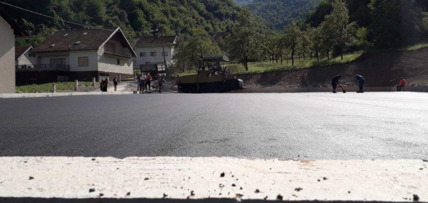 Foto: Mjesna zajednica Gračac dobila malonogometno igralište