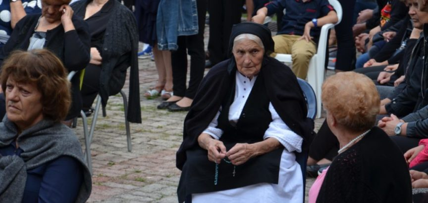 Na Uzdolu obilježena 26. obljetnica ratnog zločina nad djecom, ženama i starcima