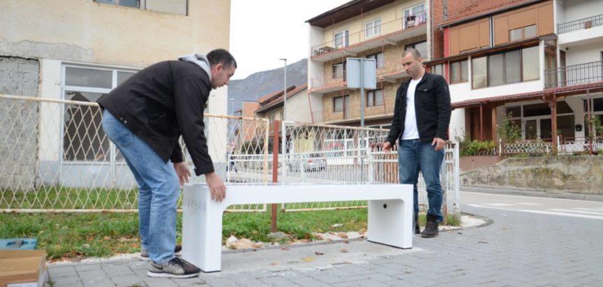 """Foto: U Prozoru postavljena prva """"pametna klupa"""""""