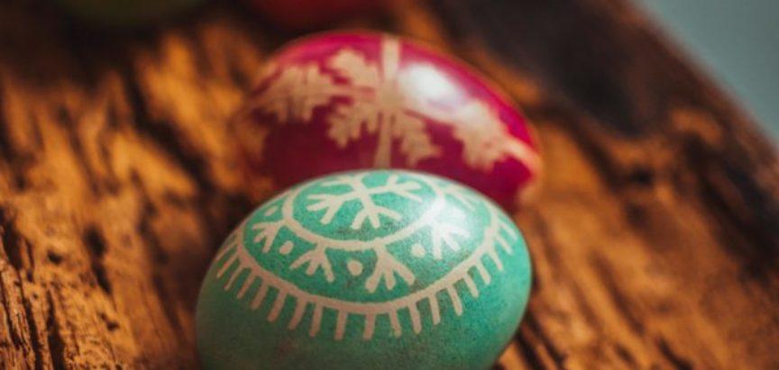 Foto/video: Tradicionalno šaranje pisanica u Ustirami