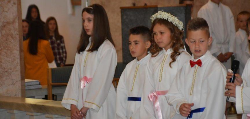 Foto: Prva Pričest u župi Uznesenja Blažene Djevice Marije Šćit