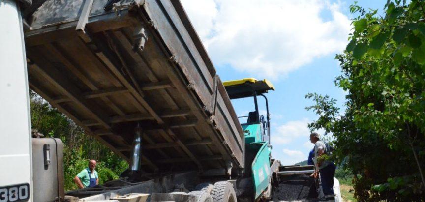 Foto/video:  Uređenje pristupnog puta do groblja na Ometalima