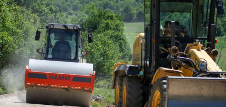 Foto: Završne pripreme za polaganje asfalta kroz Lokve