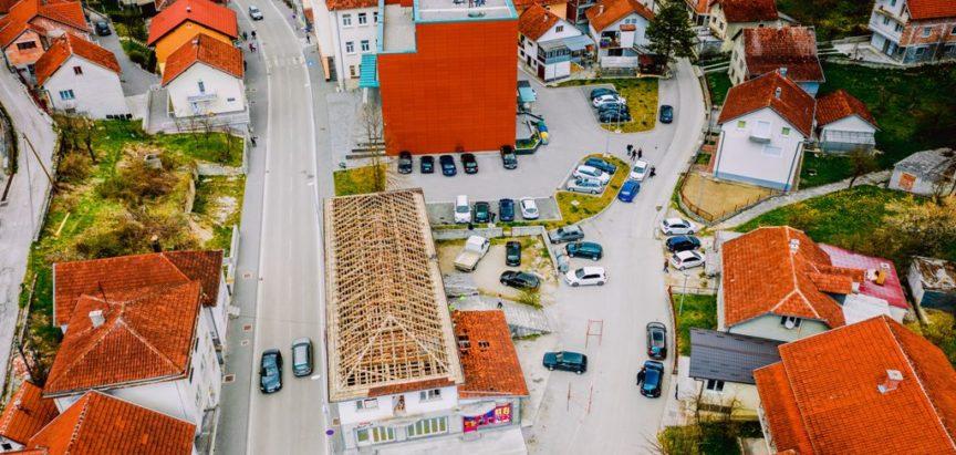 """Započelo rušenje starog hotela """"Rama"""", Prozor uskoro dobiva novi trg"""