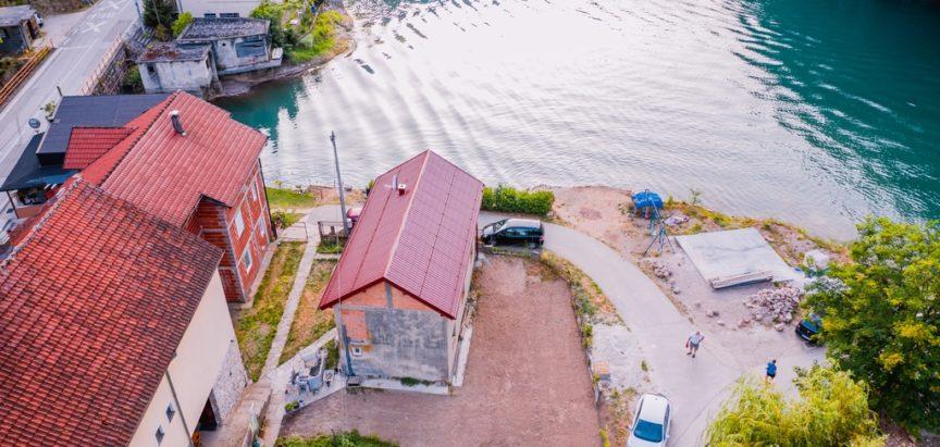 Odmor, ribolov, domaća kuhinja i plovidba kod Buce na Gračacu