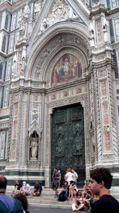 Tourists waiting for gates of Il Duomo to open