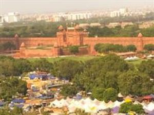 A glorious view of the QIla e Mubarak aka Lal Qila or Red Fort can be seen from here
