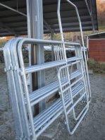 La porta del maneggio e i suoi fence