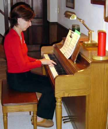 Glenda at Shakespeare piano