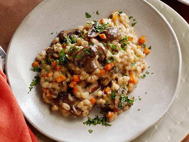 fnk_slow-cooker-mushroom-barley-risotto_s4x3-jpg-rend-sni18col
