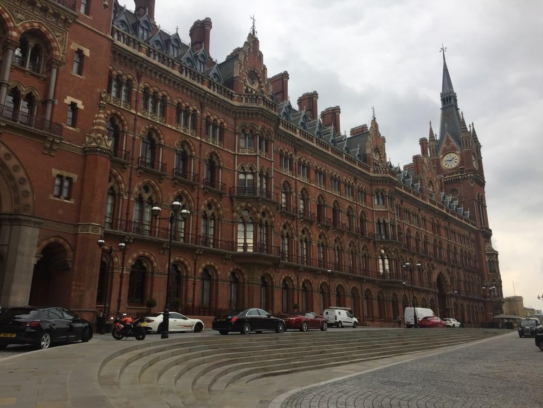 london_train_station