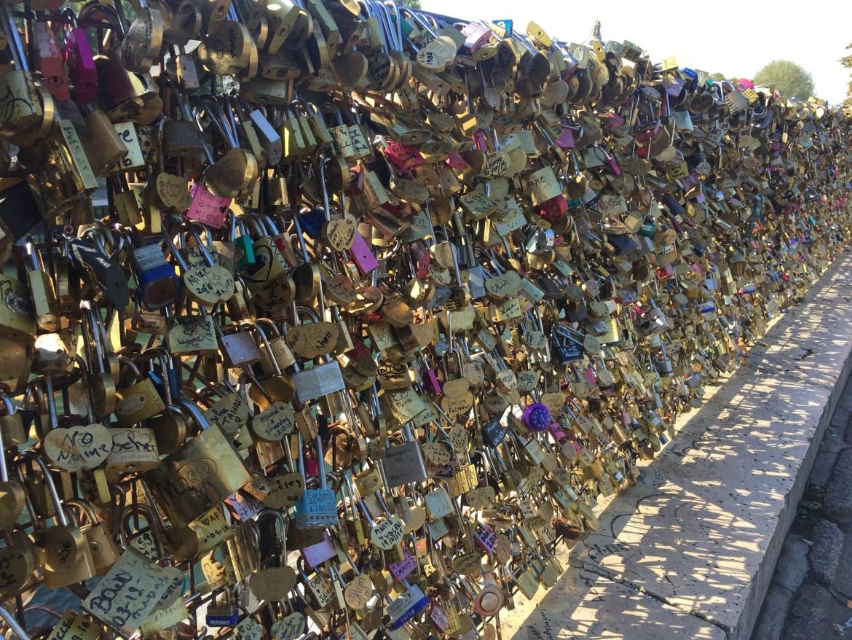 love_lock_bridge_paris