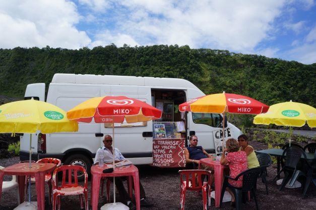 Camion snack la terrasse du volcan parking de la Vierge au Parasol