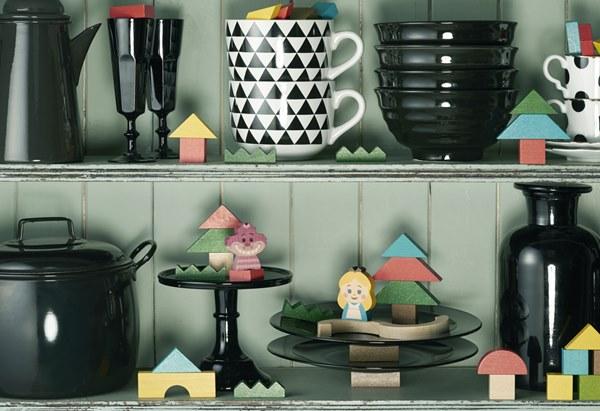 食器棚とキディアの積み木