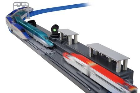 プラレールアドバンス「H5系新幹線・連続発車ステーションセット」