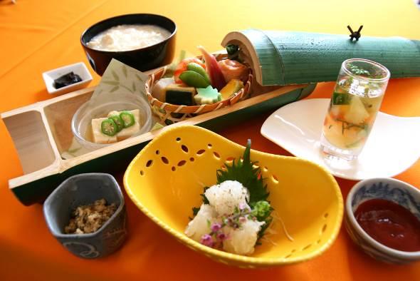 京料理いそべ「季節の一品付 京のゆば粥御膳」