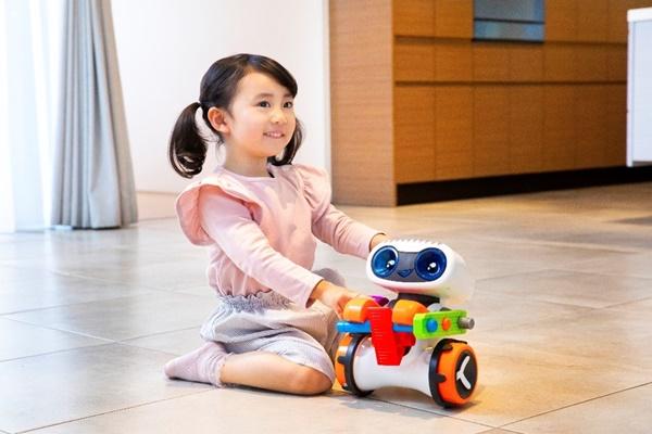 『プログラミングロボ キンダーボット』