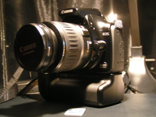Picture of a black Canon 300D