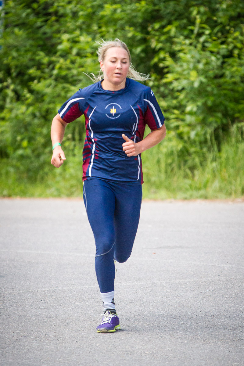 crossfit athlete Liina Vartia running