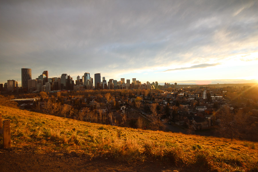 The city of Calgary in autumn