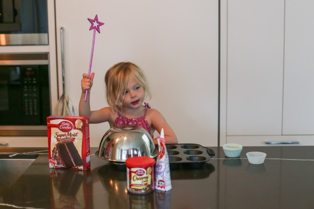 How a princess fairy makes cupcakes.