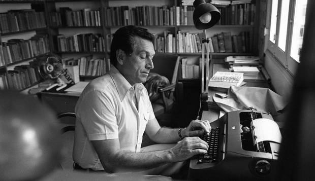 Fernando Sabino em seu escritório, 1977