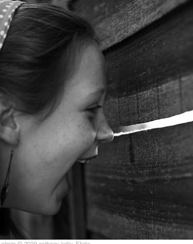'peeking' photo (c) 2009, anthony kelly - license: http://creativecommons.org/licenses/by/2.0/