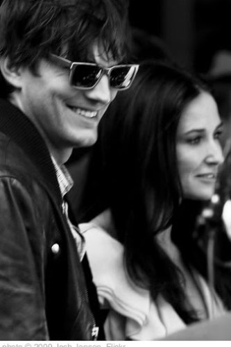 'Demi Moore and Ashton Kutcher' photo (c) 2009, Josh Jensen - license: http://creativecommons.org/licenses/by-sa/2.0/