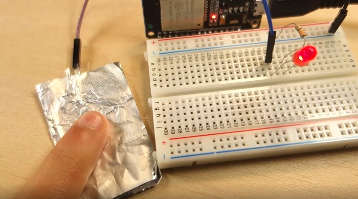 Touch Sensitive LED with ESP32 Touch Pins Demonstration