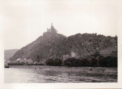 65-04 - castle on the Rhine