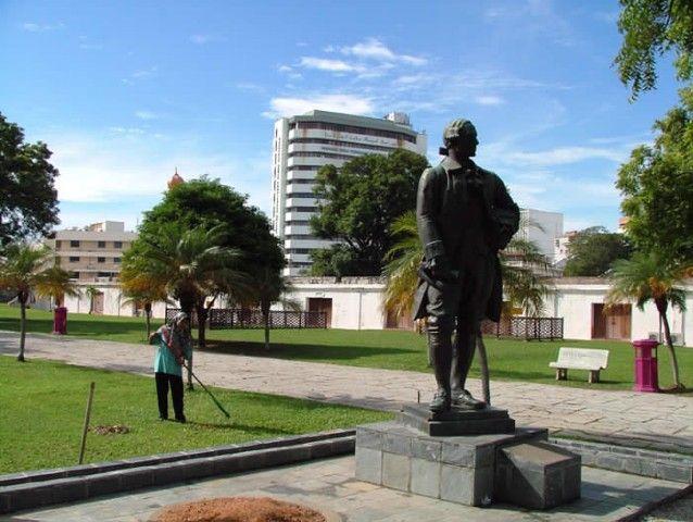 La estatua del General Charles Cornwallis, supuestamente... Fuente: http://penangpage.com/esplanade/
