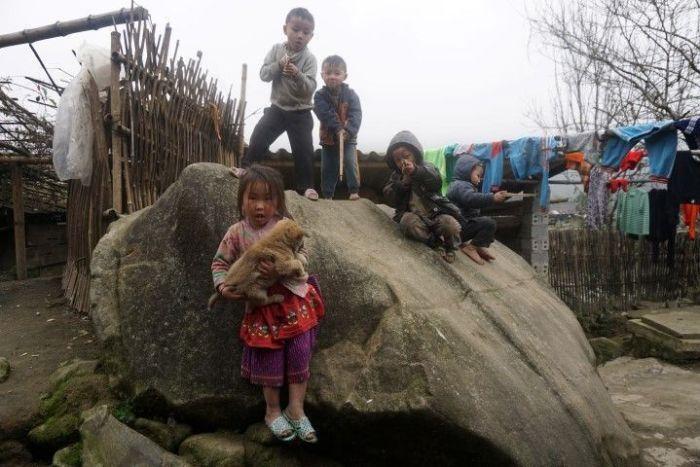 Niños jugando en Sa Pa